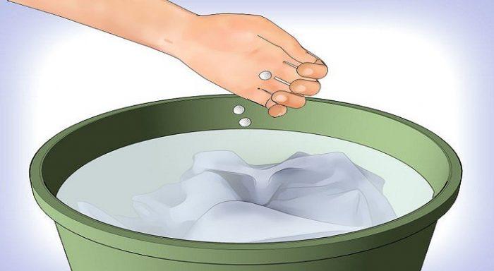 Ρίχνει ασπιρίνες σε ένα κουβά με νερό και λέει αντίο σε ένα ενοχλητικό πρόβλημα 2