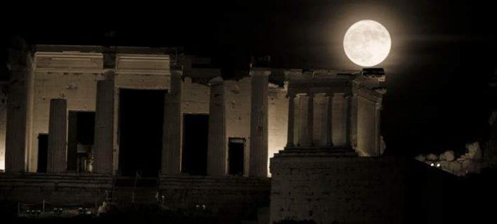 Η πανσέληνος πιο κοντά από ποτέ – Εντυπωσιακά τοπία από την Ελλάδα και όλο τον πλανήτη 1