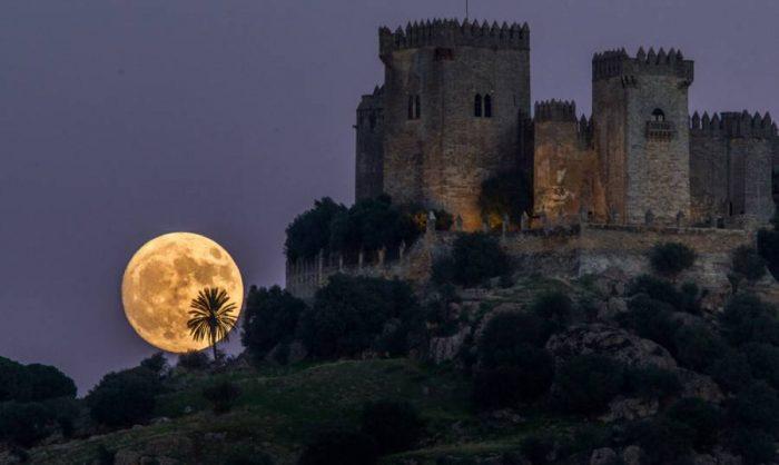 Η πανσέληνος πιο κοντά από ποτέ – Εντυπωσιακά τοπία από την Ελλάδα και όλο τον πλανήτη 17