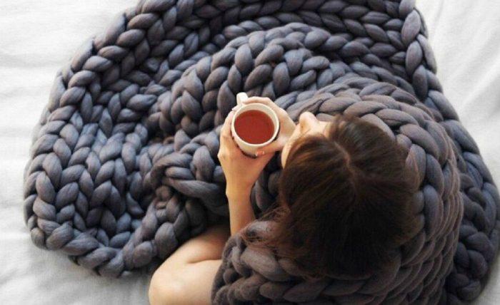 DIY: Δείτε Πώς θα Πλέξετε Αυτή την Κουβέρτα Μέσα σε 1 Μέρα 2