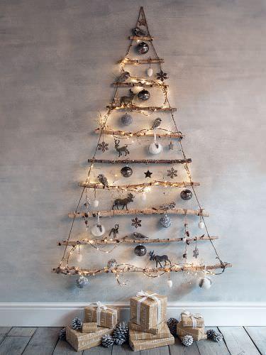 Μαζεύει Ξύλα, τα βάζει στη Σειρά και τα δένει μεταξύ τους. Το Αποτέλεσμα; Ό,τι καλύτερο για τα Χριστούγεννα! 8