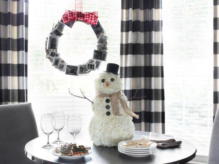BPF holiday house interior carnation snowman beauty h.jpg.rend .hgtvcom.966.725