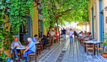 Οι ημερομηνίες «κλειδιά»: Πότε ανοίγουν καταστήματα, παραλίες, καφέ – μπαρ